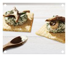 Spinach and mayonnaise canapé